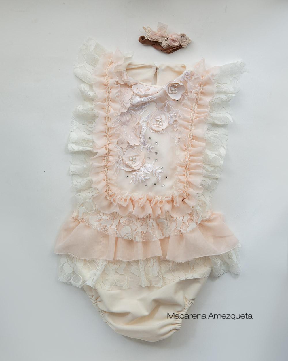 Nuevos vestuarios para los books de niñas de primer añito